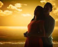 La silhouette de couples Photo stock