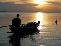 La silhouette du pêcheur photos libres de droits