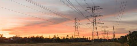 La silhouette industrielle de groupe de fond de la transmission domine le su Images stock
