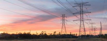 La silhouette industrielle de groupe de fond de la transmission domine le su Photo libre de droits
