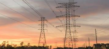 La silhouette industrielle de groupe de fond de la transmission domine le su Image libre de droits