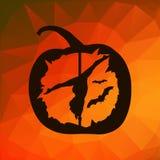 La silhouette noire du danseur féminin de poteau a découpé en potiron de Halloween sur le fond géométrique de triangles d'abrégé  Images stock