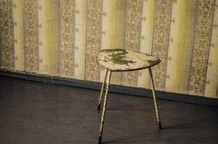 La silla antigua en viejo sitio abandonó el bar Imagen de archivo