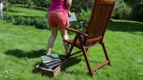 La silla de la mujer leyó el libro metrajes