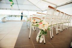 La silla fijó para casarse, otro evento abastecido o la ceremonia que visitaba Fotos de archivo