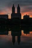 La silueta de San Remo Towers /Skyscrapers contra la puesta del sol SK Imagen de archivo