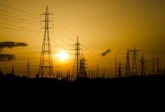 La siluetta del pilone dell'elettricità di sera, è molto bello Immagine Stock Libera da Diritti