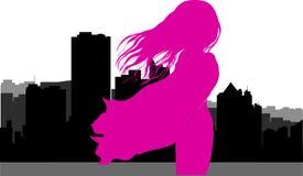 La siluetta del vettore della città ha riflesso nel fiume, siluetta della donna Immagini Stock