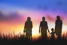 La siluetta della famiglia consiste delle famiglie Fotografia Stock Libera da Diritti