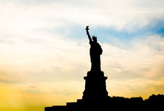 La siluetta della statua della libertà Fotografia Stock