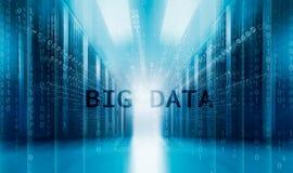 La simmetria moderna della stanza del server allinea i supercomputer Il concetto di grandi dati pervade i server del centro dati Fotografie Stock Libere da Diritti