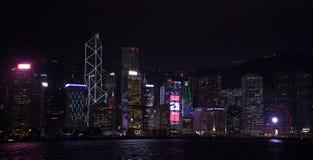 La sinfonía de luces es la demostración ligera y sana espectacular en Victoria Harbour en la igualación de tiempo en Hong Kong, C imagenes de archivo