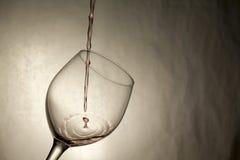 La singola goccia del vino spruzza in vetro Fotografia Stock Libera da Diritti