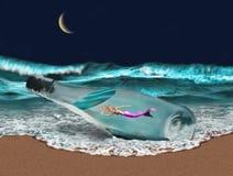 La sirène dans une bouteille a lavé sur la plage illustration libre de droits