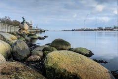 La sirena de Copenhague - Dinamarca imagenes de archivo