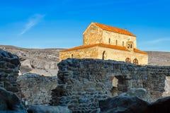 La situación de la basílica del tres-cubo de Uplistsikhe 9no/del siglo X Foto de archivo