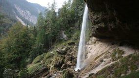 La Slovenia, cascata di Perechnik stock footage