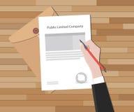 La sociedad de responsabilidad limitada pública con la muestra de la mano un sello de papel legal Imagen de archivo