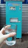 La soda soviética de la máquina expendedora de la máquina del viejo vintage Imágenes de archivo libres de regalías