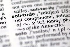 La solitude de mot dans un dictionnaire photo libre de droits