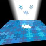 La solution lumineuse brille vers le haut en tant que parties de puzzle denteux Photo stock