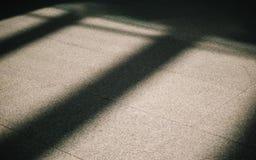 La sombra cae abajo a la tierra Imagen de archivo libre de regalías