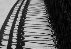 La sombra de la verja del puente Imágenes de archivo libres de regalías