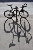 La sombra de una bicicleta Imágenes de archivo libres de regalías