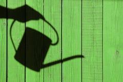 La sombra de una mano con la regadera Imágenes de archivo libres de regalías