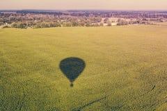 La sombra del globo y de la naturaleza imagen de archivo