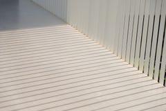 La sombra que brilla abajo en el piso de la calzada Imágenes de archivo libres de regalías