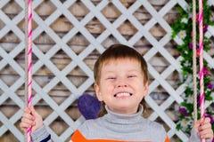 La sonrisa del ` s de los niños es todos los dientes el muchacho sonríe extensamente Dientes sanos de la lechería del bebé Imagen de archivo libre de regalías