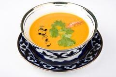 La sopa es un guisante con un camarón Fotos de archivo libres de regalías