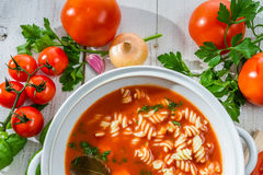 La sopa fresca del tomate hizo verduras del ââof Foto de archivo