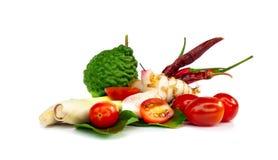 La sopa picante tailandesa de los ingredientes Tom-yum incluye el Cymbopogon, cal, fotos de archivo libres de regalías