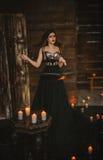 La sorcière jette un sort photographie stock