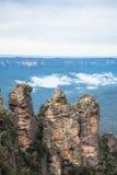 La sorella tre una formazione rocciosa iconica delle montagne blu parco nazionale, Nuovo Galles del Sud, Australia Immagine Stock Libera da Diritti