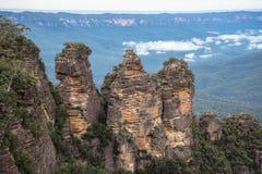 La sorella tre una formazione rocciosa iconica delle montagne blu parco nazionale, Nuovo Galles del Sud, Australia Fotografia Stock Libera da Diritti