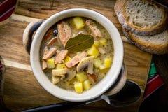 La soupe aigre faite de farine de seigle images libres de droits