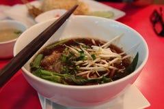 La soupe de nouilles vietnamienne de boeuf a appelé le pho Images stock