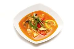 La soupe Tom Yam Kai à Thais image libre de droits