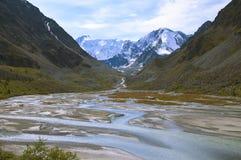 La source de la rivière Ak-Kem dans l'Altai Photo libre de droits