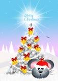 La souris décorent l'arbre de Noël Photo libre de droits
