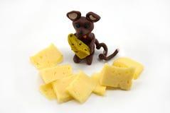 La souris de pâte à modeler avec du fromage Photographie stock