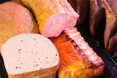 La spécialité allemande a découpé Leberkase - pain de viande et porc fumé images libres de droits