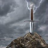 La spada nella roccia illustrazione di stock