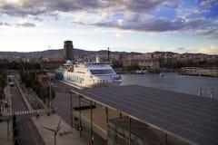 La Spagna, Barselona- 20 novembre 2013 Barcellona Porto marittimo al tramonto Fotografia Stock Libera da Diritti