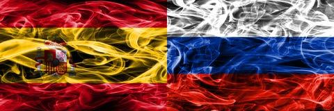 La Spagna contro le bandiere del fumo della Russia disposte parallelamente S colorata spessa royalty illustrazione gratis