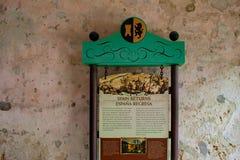 La Spagna restituisce il segno sulla parete rustica in Castillo de San Marcos Fort alla costa storica di Florida fotografia stock