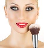 La spazzola cosmetica della polvere per compone Fotografia Stock Libera da Diritti